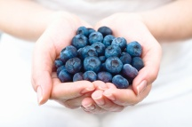 raw-blueberries-in-hands